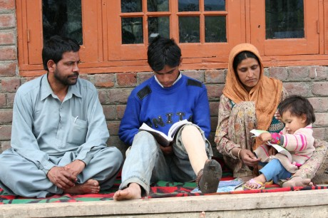 KASHMIR CHILDREN CAUGHT IN CONFLICT